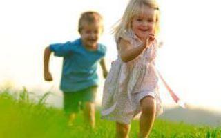 У ребенка болят ноги: возможные причины болей и сопутствующие симптомы, рекомендации по оказанию неотложной помощи, современные и народные способы лечения и профилактика