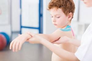 ЛФК для детей с нарушением осанки: польза лечебной физкультуры, показания и противопоказания к назначению, комплекс упражнений и правила их выполнения