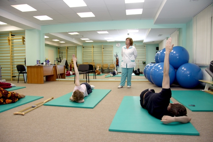 Зарядка при остеохондрозе шейного отдела позвоночника: симптомы и диагностика, кому показана гимнастика, комплекс рекомендованных упражнений для лечения и профилактики