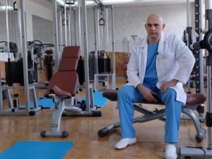 Упражнения при шейном остеохондрозе по Бубновскому: классическое лечение и методика доктора, примеры комплексов и правила тренировок, особенности и преимущества способа лечения
