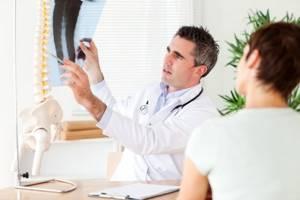 Дорзальная протрузия диска: причины и этапы развития патологии, лечение аптечными и народными средствами, физиотерапевтические мероприятия, профилактика и прогноз