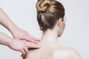 Вдовий горб: особенности и причины развития патологии, специфические симптомы, лечение при помощи ЛФК и массажа, показания к операции и профилактические мероприятия