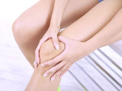Остеопороз коленного сустава: что это за болезнь, описание и клиническая картина, признаки патологии и методы диагностики, лечебные способы