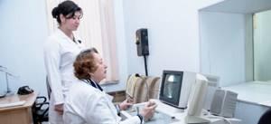 Рентген плечевого сустава: принцип исследования, показания и противопоказания, подготовка к диагностике и проведение, расшифровка результатов и полезные советы