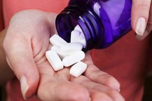 Остеопороз: как развивается и как себя проявляет болезнь, причины и факторы риска, методы лечения медикаментами и народными средствами
