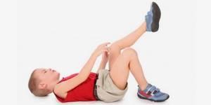 У ребенка болит пятка: провоцирующие факторы и причины появления симптома, правила оказания первой помощи при острой боли, лечебные мероприятия и меры профилактики
