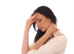 Тремор головы при шейном остеохондрозе: описание симптома и причины, разновидности и методы диагностики, лечебные методы и применяемые медикаменты