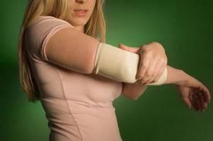 Болят локти после тренировки: правила занятий, мануальная терапия и традиционна медицина, особенности проблемы и первая помощь, тонкости диагностики