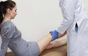 Болезнь Гоффа: характеристика и описание болезни, причины ее развития и симптомы, лечение медикаментами и народными средствами, показания к операции и прогноз