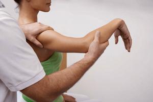 Врач кинезиолог: особенности направления, кто это и какие заболевания он лечит, рекомендации для консультации у терапевта, методики его работы и полезные советы