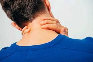 Компресс при шейном остеохондрозе: разновидности и полезное действие аппликаций, правила проведения процедуры, рецепты народных средств и полезные рекомендации