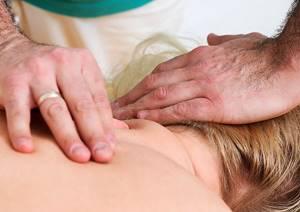 Лечение остеохондроза грудного отдела позвоночника: симптомы заболевания, диагностика на разных стадиях, применение медикаментозных препаратов и мануальной терапии