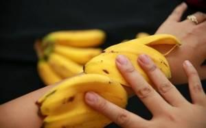 Банановая кожура от синяков: полезные свойства, способы и инструкция по применению от гематом, действенные рецепты народной медицины