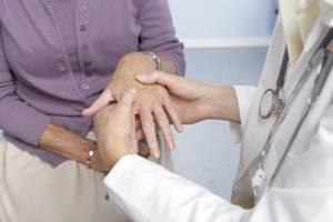 Лечение суставов керосином: польза и вред терапии, способы применения и лечебный эффект, противопоказания меры предосторожности