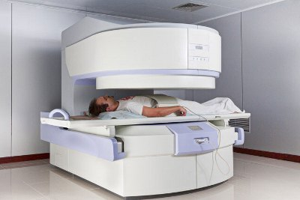 Какой врач лечит остеопороз костей и позвоночника: описание заболевания и его симптомы, методики диагностики и лечения, выбор специалистов и цены на их услуги