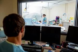 КТ позвоночника: возможности и цель диагностики, показания и противопоказания к назначению, подготовка и особенности проведения процедуры, стоимость обследования