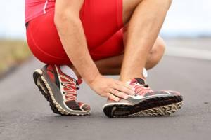Болит пятка после бега: как устранить неприятные ощущения и что делать в домашних условиях, возможные патологии и травмы, применение народных средств и медикаментов