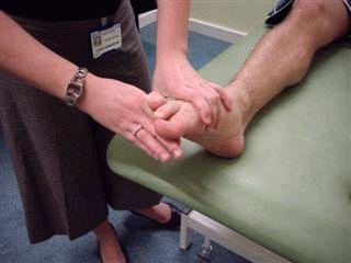 ЛФК при плоскостопии: эффективный комплекс упражнений для занятий, правила выполнения, польза лечебной физкультуры и противопоказания, отзывы пациентов