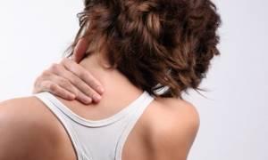 Болит низ спины: меры помощи и профилактики, возможные заболевания и рекомендованные методы лечения, способы обезболивания и последствия патологии