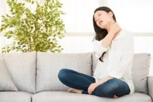 Самомассаж при шейном остеохондрозе: техника выполнения и примеры упражнений, польза и вред процедуры, рекомендации и запреты