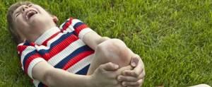 Боль в колене сбоку с внешней стороны: особенности строения сустава и характер болевых ощущений, диагностика и особенности терапии