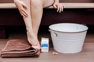 Лечение пяточной шпоры морской солью: особенности метода, способы применения, показания и противопоказания, рецепты народной медицины и профилактика в домашних условиях