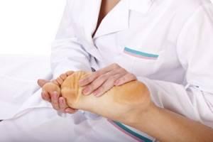 Врач подолог: кто это и какие болезни он лечит, основная сфера деятельности, с какими симптомами обращаться к нему за помощью и перечень доступных процедур