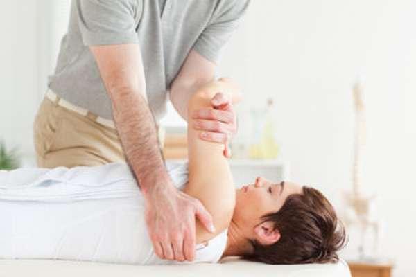 Тендинит плечевого сустава: описание болезни и клиническая картина, виды, формы и стадии патологии, лечебные методы и диагностика