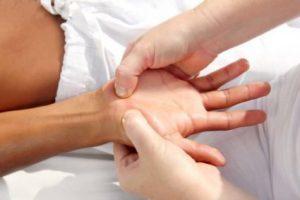 Воспаление связок кисти: причины развития и формы патологии, характерные симптомы и диагностика, лечение препаратами и народными средствами, осложнения и профилактика