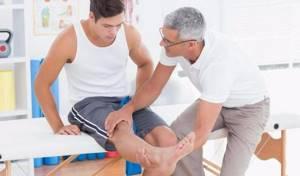 Уколы в коленный сустав при артрозе: показания и противопоказания к использованию инъекций, рейтинг лучших препаратов и их эффективность