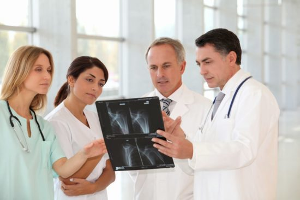 КТ тазобедренного сустава: показания и противопоказания к диагностике, подготовка и особенности проведения исследования, длительность сеанса и примерная стоимость