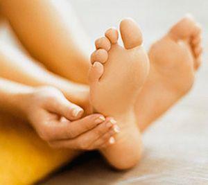 Как лечить артроз стопы в домашних условиях: рецепты масок, настоев и компрессов, правила проведения терапии и противопоказания, сбалансированное питание и запрещенные продукты