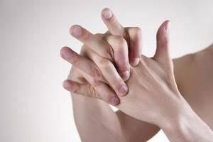 Вреден или нет хруст пальцев: особенности и причины привычки, о чем говорит характерный звук, возможные последствия и методы избавления