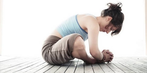 Упражнения при протрузии шейного отдела позвоночника: основные правила проведения зарядки, показания и противопоказания к выполнению, примеры тренировок