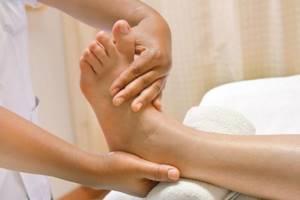 Ванночки после перелома для восстановления костей: подготовка к процедуре, показания и противопоказания, польза и возможный вред, эффективность реабилитационного мероприятия