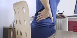 Почему болит поясница когда сидишь: основные причины с учетом характера болей и сопутствующих симптомов, первая помощь и методы лечения, меры профилактики