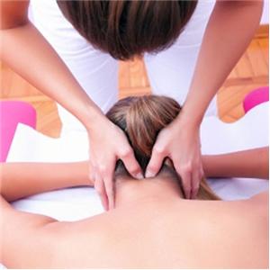 Можно ли делать массаж при грыже шейного отдела позвоночника: показания и противопоказания к процедуре, распространенные методики, техника выполнения на разных стадиях и рекомендации врачей