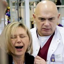Болит шея с левой стороны: первая помощь, главные причины, лечебные и профилактические меры, возможные осложнения