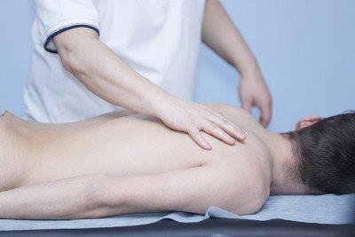 Массаж при межреберной невралгии: польза процедуры, показания и противопоказания к назначению, правила и техники выполнения, эффективность терапии