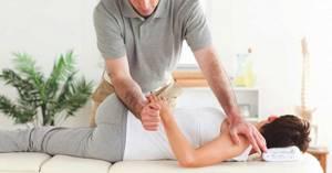 Мануальный массаж позвоночника: виды и цель методики, показания и техника проведения терапии, противопоказания и побочные эффекты, длительность курса и его стоимость