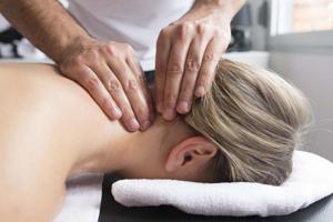 Как болит голова при шейном остеохондрозе: типы боли при заболевании, причины ее появления и отличие от мигрени, методы лечения и профилактики