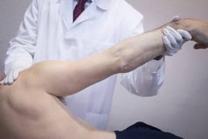 Как разработать кисть руки после перелома: лечебная физкультура и массаж
