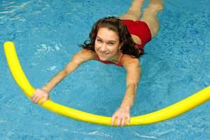 Аквааэробика при грыже поясничного отдела позвоночника: 6 преимуществ занятий, достоинства и недостатки упражнений в воде, показания и противопоказания для тренировок