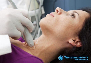 Киста на шее: классификация и механизм развития новообразования, причины и симптомы патологии, методы диагностики и лечения, возможные осложнения и риск рецидива