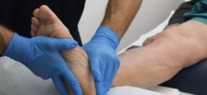 Ушиб голеностопного сустава: отличительные симптомы, методы диагностики и лечение препаратами и народными средствами, реабилитационные мероприятия и меры профилактики