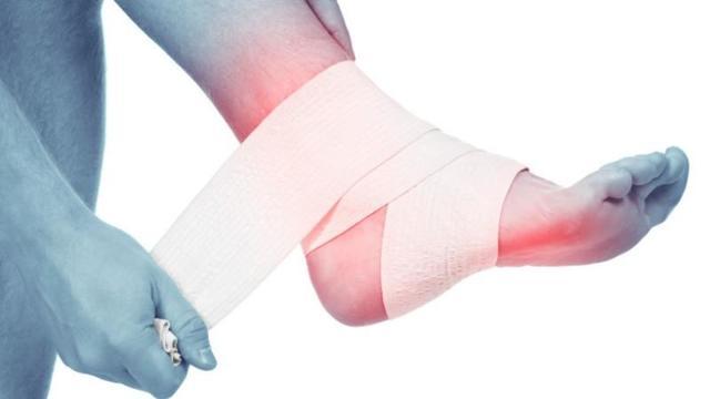 Использование тройного одеколона для лечения суставов: чем полезен, проверенные народные рецепты, противопоказания и показания, целебные свойства и отзывы