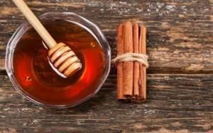 Мед и корица при артрите: польза и вред, народные рецепты и правила приготовления лекарства, общие принципы применения, противопоказания и эффективность употребления