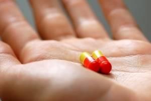 Щелкающий палец: описание патологии и методы лечения народными средствами и медикаментами, чем это опасно