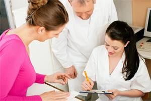 Ударно-волновая терапия для лечения грыжи позвоночника: принцип действия ударных волн, показания и противопоказания к лечению, техника проведения и стоимость процедуры