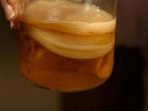 Квас при подагре: польза и вред напитка, рецепты и нюансы приготовления в домашних условиях, правила употребления и допустимые нормы в день